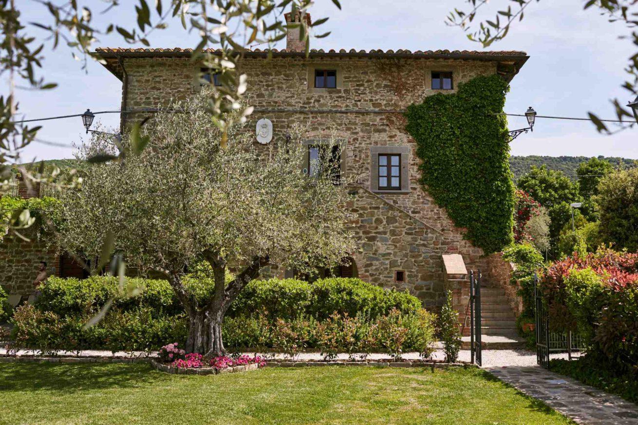 A Romantic Enchanting Italian Wedding In The Umbrian: Italian Villa Wedding: Choose Villa Baroncino In Umbria